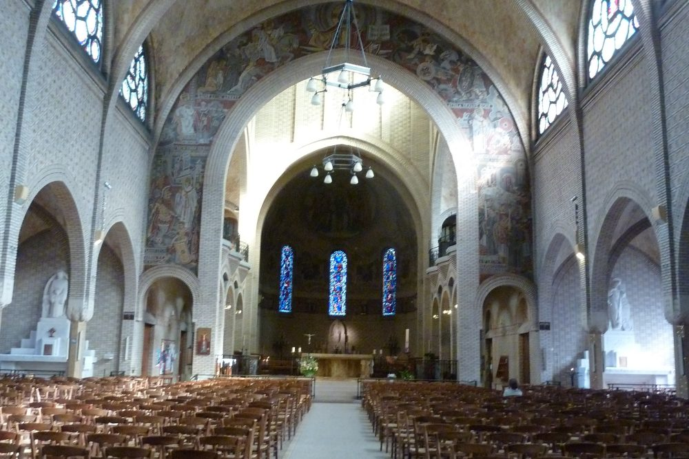 Tour of St. Leon Church in Paris